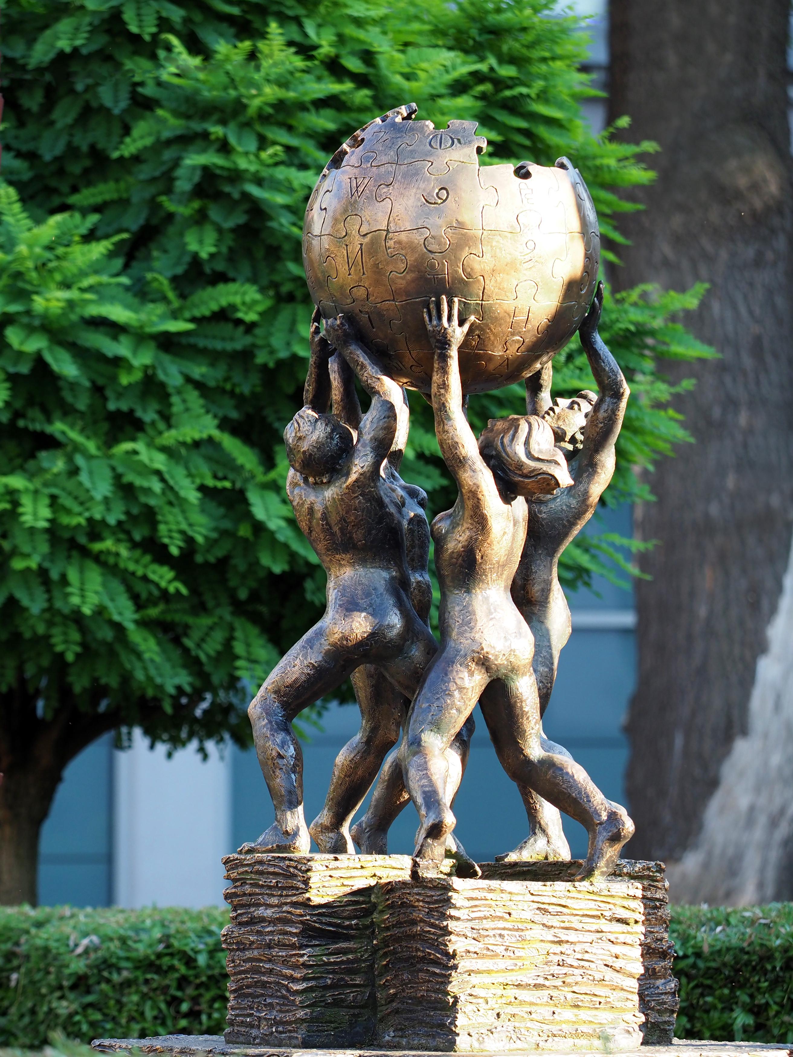 Monumento dedicato a wikipedia